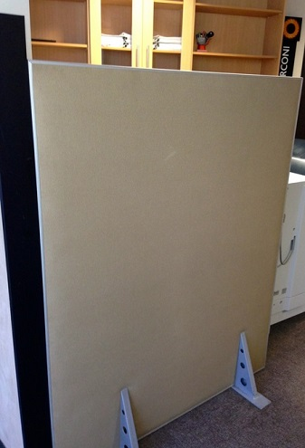 Free standing screen panels