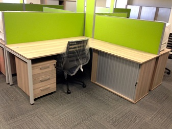 Open plan cluster with mobile pedistals