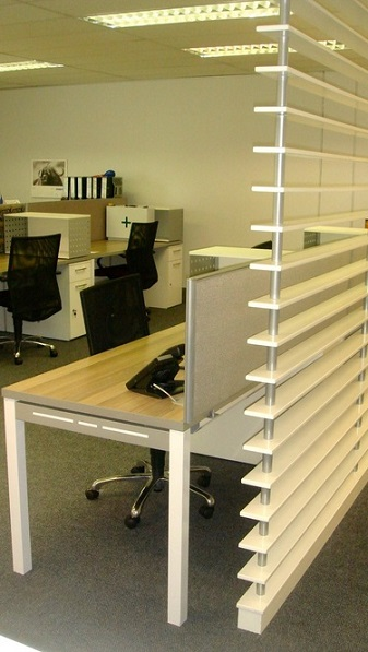 Slatted screens partitioning