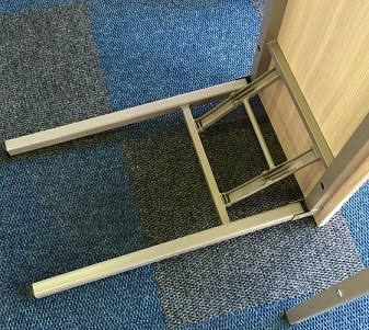 Training room table with folding mechanism