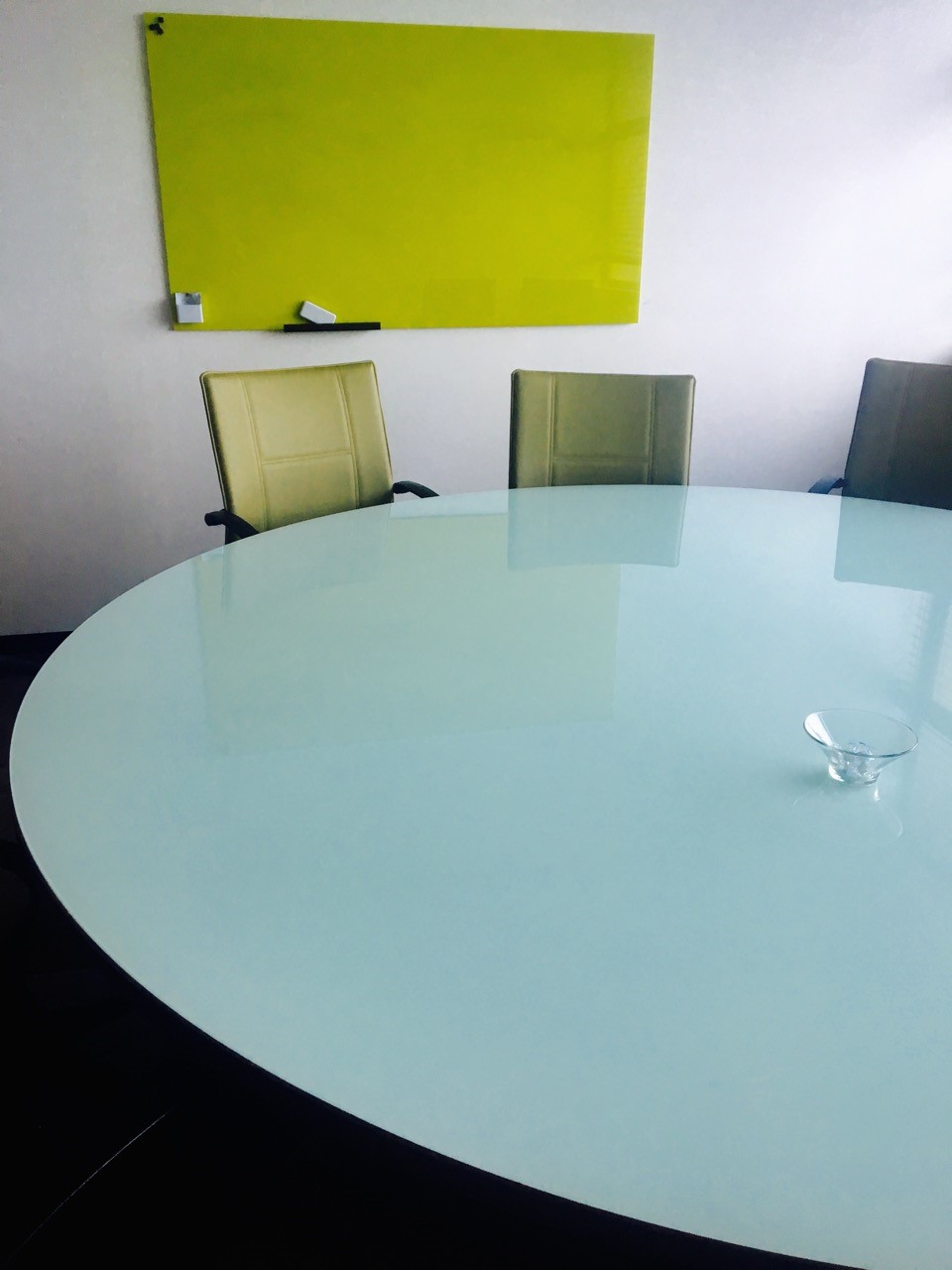 Glass Round Conference Table with Green Glass Board [magnetic] Image