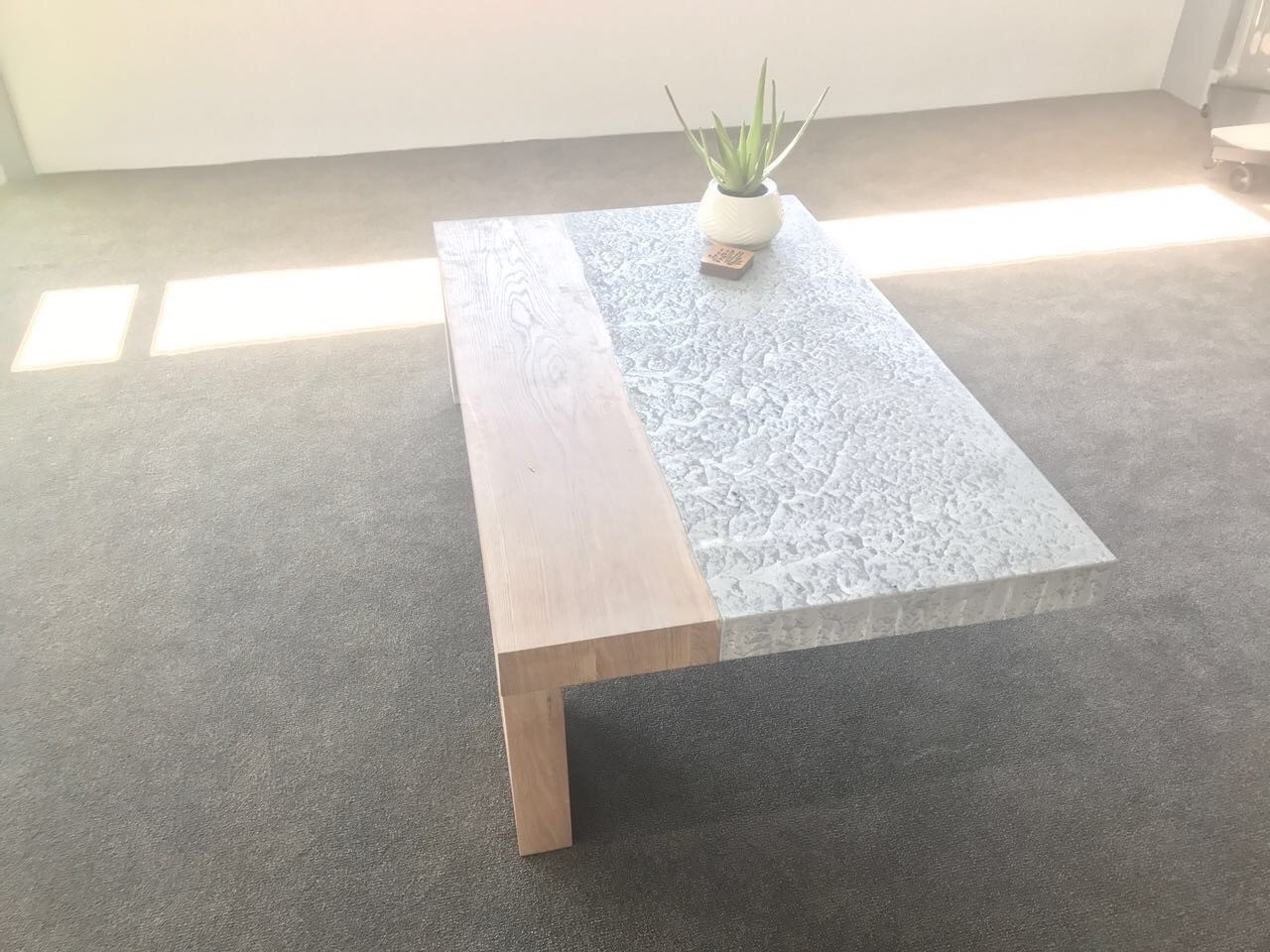 Coffee Table suspended with Wood and Concrete Image
