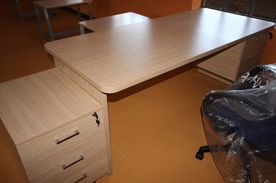 Administration table with draws