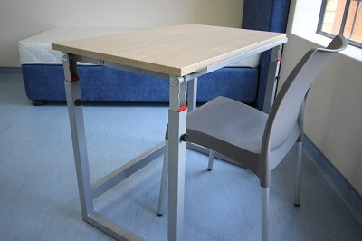 High adjustable desk and chair